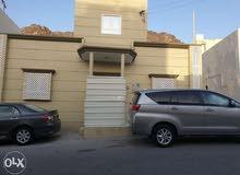 بيت في مطرح مقابل شارع