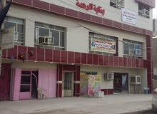 محل وشقة ارضية يصلح صيدلية ومجمع طبي