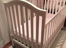 للبيع سرير أطفال من سنتربوينت شبه جديد