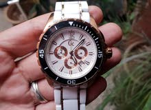 ساعة يد من نوع guess collection الحزام من السيراميك