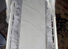 سرير بيبي خشب نظيف نظيف للبيع