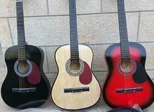 جيتار مواصفات ايطالي جديد بالكرتونه كامل من ضمن الجيتار طبله مع ريشه ووتر هديه