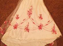 فستان ابيض في الفوشي مقاس 38 للبيع