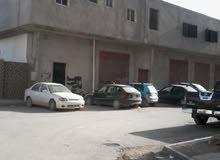 مبني استثماري دورين الاول مخزن والثاني سكني في نادي الوحدة العربية بالقرب من سوق