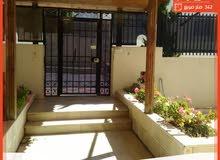 شقة طابقية واسعة فارغة للإيجار بسعر مناسب بمنطقة الصويفية مساحتها 342 متر