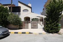 شقة تربليكس ( شبه فيلا ) 475م مع حديقة بجانب السفارة التونسية (منطقة فلل) في عبدون للبيع