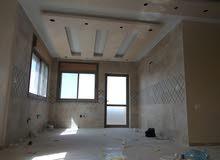 شقة جديدة للبيع طابق رابع قرب دوار صحارى تشطيبات سوبر ديلوكس