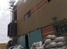 مصنع للبيع  الارض 300 م المبنى على 50 ٪  ارضى + 3 ادوار  متشطب و شغال ملابس  ال