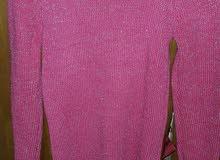 بلوز صوف وردي  حياكه مع خيوط ذهبيه ،غير مستعمل ابدا