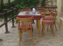 كراسي وطاولات خشب .. وبنشات للحدائق وكراسي كوفي شوب وكراسي