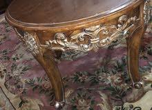 طاولة خشب