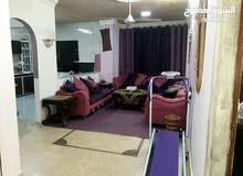 شقة طابق ثاني للبيع مع السطح  تتكون من 3 غرف نوم وحمامين ومطبخين وصالونين