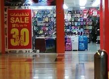 نبحث عن بيع أحذية والملابس  في حي الروض أسال إستفسار علي جوال او الوتسب