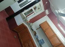 شقه للايجار اليومي تتكون من غرفه وصاله ودورات مياه ثنتين ومطبخ وبلكونه وممر صغير