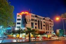 ارض للبيع في الشميساني على شارعين , مساحة الارض 897 م