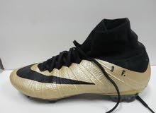 للبيع حذاء كرة قدم من نوع NIKE الاصليه
