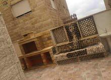 شقة مميزة للبيع في ام السماق 120م مع ترسات 80م بسعر 85000