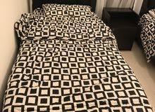 غرفة نوم 2 سرير مع كوميدينا مستعملة شهر واحد فقط