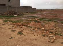 قطعة ارض في منطقة الهواري شارع الوادي مساحة الارض 640 متر علي شارع واحد  اوراقها سليمة شهادة عقارية