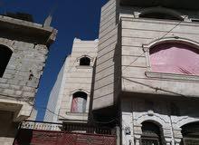 بيت مسلح ثلاث ادوار والرابع طيرمانه على شارع فرعي العنوان صنعاء شارع 24حي الجردا