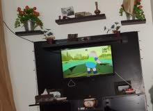 تابلو شاشة بالحائط يركب تقريبا عرض 160 سم وعرض 160 تقريبا او اكتر للبيع