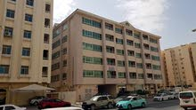 للايجار شقة بعمارة بالنجمه خلف صرافة الفردان بالشارع العام