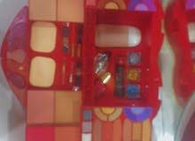 مكياج كامل ضلال وكريم اساس وبودر وحمره وصبغ ومقوي اضافر وكلشي تحتاجوه بعلبه وحده
