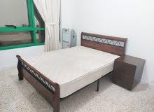 سرير مزدوج وفردي مع الفرشات