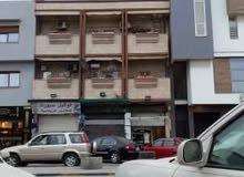 منزل للبيع من 3 طوابق 3 محلات وواجهتين في الشارع الرئيسي ابوستة