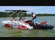 قارب يعمل بالجت سكي