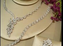 للبيع مجوهرات مرصعةبالألماس الصناعي