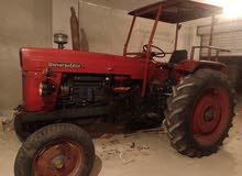 جرار زراعي روماني موديل 1998 للبيع بحالة بلاده استعمل سنتين فقط واقف في الجراج