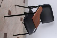 كرسي ايطالي اسود بمسند خشب متحرك