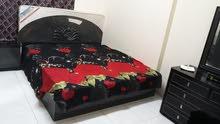 سرير في غرفة لشخصين بشقة هادئة على كورنيش عجمان