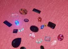 أحجار كريمة متنوعة