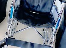 للبيع كرسي متحرك وعكازه
