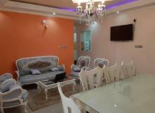 شقة للبيع المنشية تطل مباشر على النيل  مساحة 134 متر  تتكون من صالة كبيرة و وصال