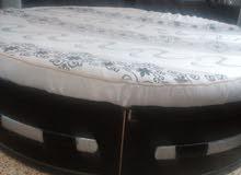 غرفه نوم  خشب مصري سرير دائري مع مكبرات صوت  اربعة  ودوشك وتيبلمب 2 السعر مليون وربع