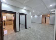 شقة 4 غرف بسعر مميز وديكور حديث