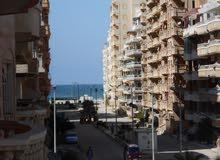 شقة 120م في شارع رئيسي بجوار الدفاع الجوي مسجلة في شاطئ النخيل