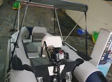 قارب استعمل مرة وحدة قفط جديد مع ماتور فور ستروك ومع ماتور كهربة جديد