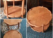 طاوله بلاستكيه ويوجد طاولات خشب اخرى للإستفسار أستقبل على الواتس اب حتى أرد عليك أسرع على الواتس اب