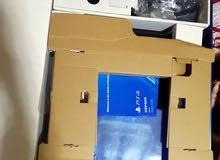 جهاز بلاستيشن4 مع ايدتين و 40 لعبه