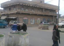 بيت مسلح 20متر من شارع تعز دورين وملحق مسس لسته ادور علا ثلاثه شوراع زفلت 16وشار