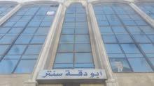 مكاتب ومحلات تجارية للايجار بالجاردنز بجانب مطعم سروات بمساحات مختلفة