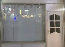 محل ازياء نسائي جاهز مع ديكور البيع في بغداد المنصور  07803520899
