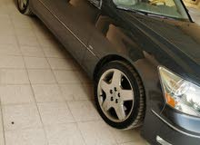 لكزس 430 اللون رمادي من داخل رصاصي السيارة في قمة النظافه ومسرفس وجاهز واول مستخ