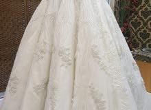 فستان الزفاف راقي من دانتيل و كريستال ملبوس بس ساعتين