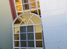 نافذة وباب للبيع نضيفات
