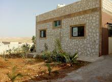 منزل مستقل بناء حديث مبني على مزرعه صغيره بالزرقاء